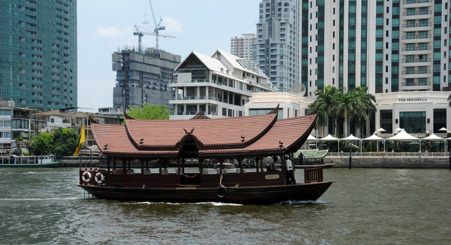 Traditional and modern life at the Chao Phraya